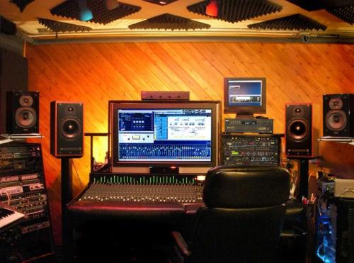 Voiceover Voice Professional voice recorded in Studio